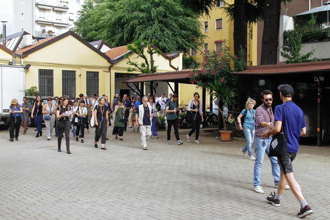 Conferenza Passeggiando @ SS36 partenza da Standards, via Maffucci ph-M.Abete